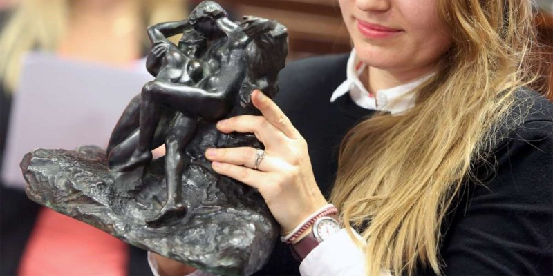 l'« Éternel Printemps » d'Auguste Rodin a été vendu 156000 € à l'hôtel des ventes Toledano d'Arcachon.